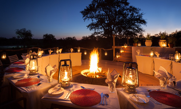 Roaring fire in the boma as dinner is served at Simbambili.