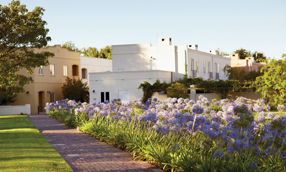 Hotels and accommodation in Stellenbosch suitable for a golf holiday.