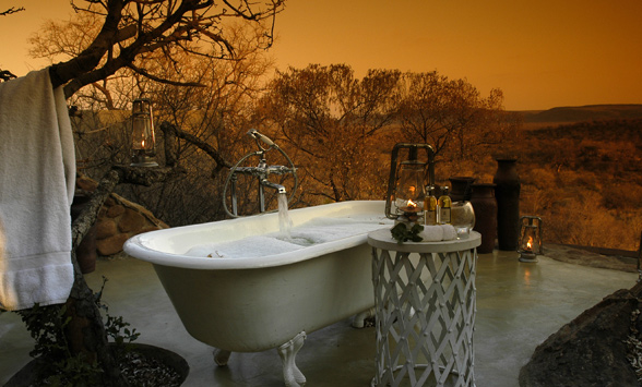Outdoor bath on the Honeymoon Suite patio at Madikwe Hills.